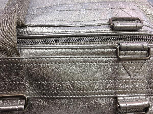 シルバーラメの皮革バッグの塗装アフター1