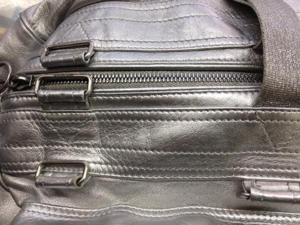シルバーラメの皮革バッグの塗装アフター2