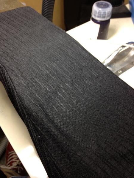 背広袖についた水性ペンキのしみ抜きアフター2