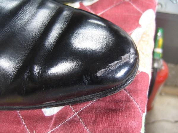 フェラガモ紳士靴つま先のキズビフォー
