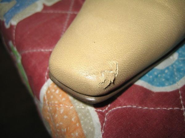 婦人革靴つま先のはがれ修復ビフォー