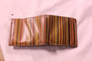 ポールスミス二つ折りレザー財布のプレス